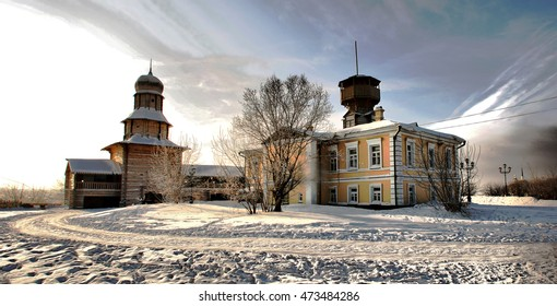 Museum of the History of Tomsk in winter. The area in front of the Museum of History of Tomsk. Tomsk history. Ancient Tomsk.