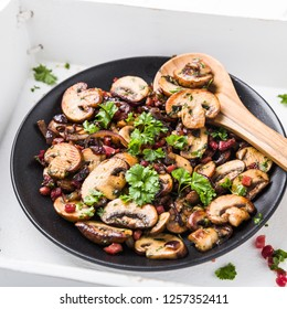 mushrooms with ham and onions refined with parsley