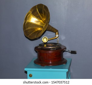 Music device,Old gramophone with  vinyl disk