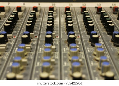 Music mixing table