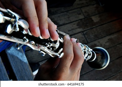 The musician who plays the clarinet but in  the photograph are only his hands that with that musical instrument