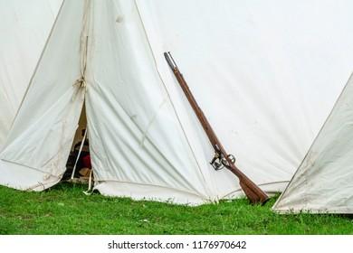 revolutionary war musket Images, Stock Photos & Vectors