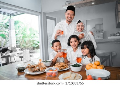 muslim asian family breaking the fast together having some sweet drink