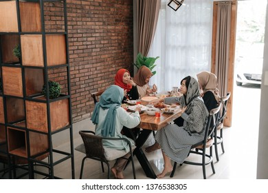 muslim asian woman having lunch together with friends