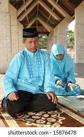 Muslim Family Praying