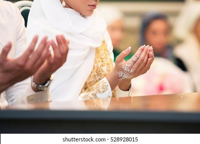 Muslim girl and the man marry by Muslim traditions