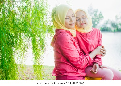 Muslim Couple Kissing Images, Stock Photos & Vectors