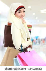 muslim woman shopping in the mall