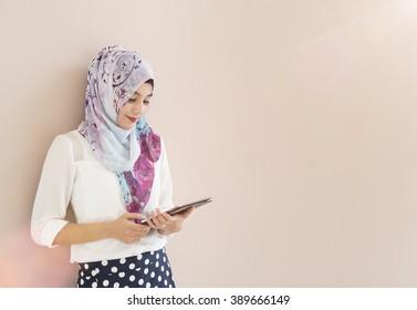 muslim woman use tablet