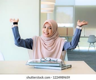 Muslimah girl enjoy study