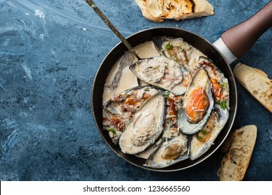 Mussels with Blue Cheese Sauce and Garlic Baguette, top view.