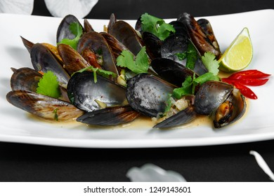 mussels with lemon on plate