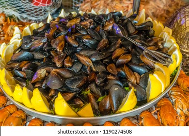 Mussels with lemon on plate in a restaurant
