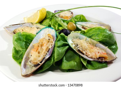 mussels under cheese and salad served in the restaurant