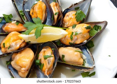 Mussels with white wine and parsley sauce