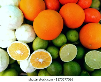 muti-colors oranges on a market stand