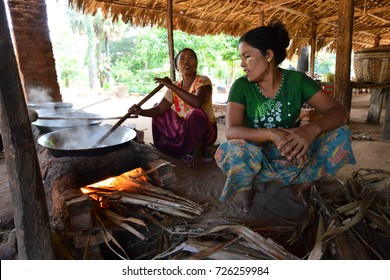 MYANMAR; MANDALAY. AUGUST 25, 2017 : BURMESE WOMAN PREPARE A SWEET DELICIOUSNESS FROM COCONUT