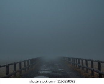 It is a mysterious piece that you can not see ahead in the fog. I feel a sense of terror and unknown encounters. The place is the Utsukushigahara Plateau of Japan.
