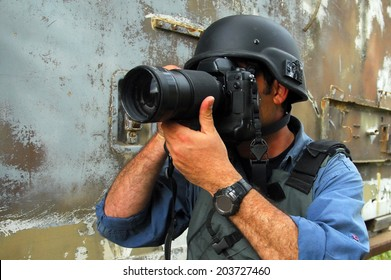 NACHAL OZ,ISR - APR 09 2008:Photojournalist documenting war and conflict.Hundreds of journalists, war photographers and cameraman in the world have been killed, injured, kidnapped, threatened or sued.