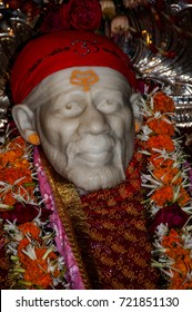 NAGPUR, INDIA, 5NOVEMBER 2016 : Idol of shirdi Sai Baba in sitting posture on the arch of temple