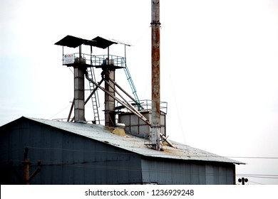 NAGPUR-INDIA-JUNE 20 : The smokestack of building on the local road, June 20, 2015, Nagpur Province, India