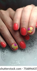 Nail design modeling flowers with rhinestones