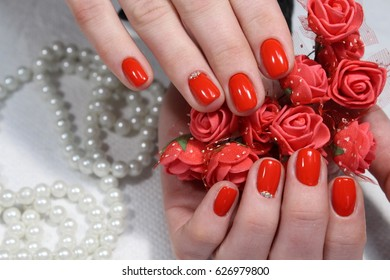 Nail design with red flower