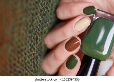 Nails coloured with autumn style knitted pattern
