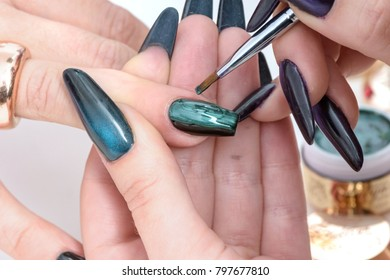 nails with snake skin in green
