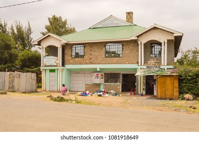 Nairobi,Kenya,Afrique-10/01/2018.Kenyan architecture house with a small shop and a seller of old clothes on a street in Nairobi Kenya