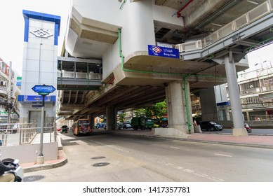Nakhon pathom , Thailand -  5 June, 2019 : Time lapse of car coming to refuel oil in PTT petrol station
