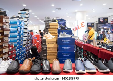 Skechers Store Canada | This is a shot of the Skechers store