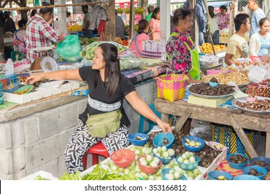 Nakhon SI Thammarat, Thailand-February 11th 2015. Vendors selling vegetables on the market. The market is open every morning.