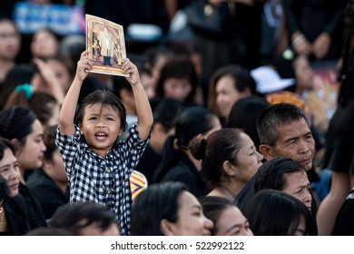 Nakhonratchasima,THAILAND - OCT 27,2016:Thai mourners pray for the late King Bhumibol Adulyadej in a park on October 27,2016 in Nakhonratchasimai,Thailand