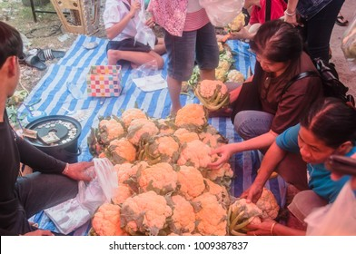 Nakhonsawan/Thailand - Jan 25 2018:Cauliflower shop at the market in thailand.