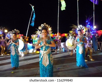 NAKHONSAWAN,THAILAND-OCTOBER 5:Student performance on the opening ceremony of boat racing festival in ChaoPhraya River for celebration of the Queen 80 years birth day on October 5,2012 in Nakhonsawan.