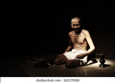 NAKORNPRATHOM,THAILAND-MARCH 27:Mahatma Gandhi brought freedom to India and new method of solving disputes Non-Violence show at Thai Human Imagery Museum on MARCH 27,2015 in Nakornprathom,Thailand