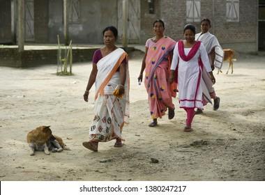 Nalbari, Assam, India. 18 April, 2019. Indian villagers walking towards a polling station during India's general election in Nalbari, Assam under Mangaldoi  Constiturncy.