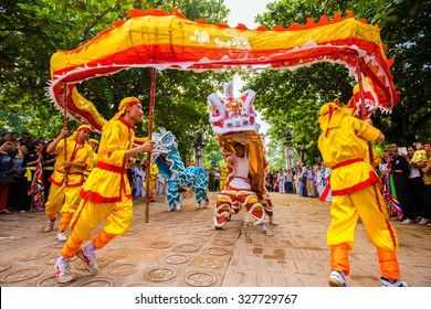 NAMDINH, VIETNAM - OCTOBER 2, 2015: Vietnam dancer in Tran temple festival, Namdinh, vietnam. The folklore activities to commemorate the national hero Tran Hung Dao.