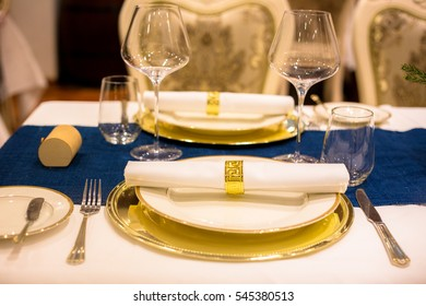 Napkin folded with gold plated holder, the table looks much more delicate with these pretty sets...Cheers!!!