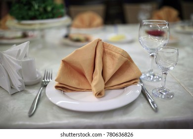 Napkin on a plate in a restaurant