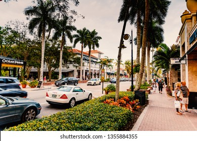 Naples, FL, USA - february 26, 2019: City life on 5th avenue at sunset