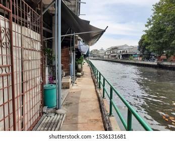 A narrow aisle along The Saen Saeb Canal in Bangkok.