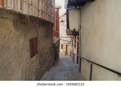 Narrow alley of the Jewish district in Hervás, Cáceres, Extremadura, Spain.