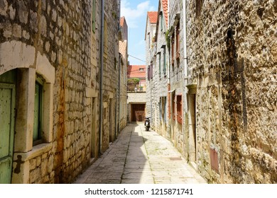 Narrow Old Town Alleyway - Stari Grad, Croatia