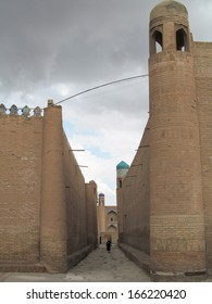Narrow street in the ancient Central Asian city