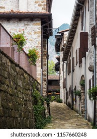 A narrow street in an old Italian city