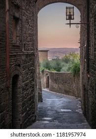 Narrow street of San Gimignano (Tuscany)