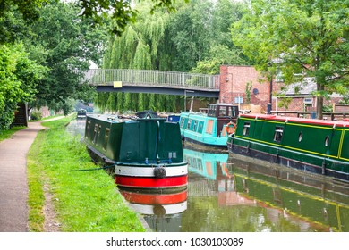 Narrowboats on the Oxford Canal at Oxford. Oxfordshire, England, UK