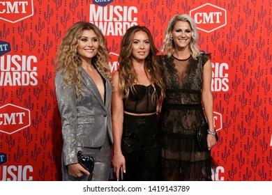 NASHVILLE - JUN 5: (L-R) Hannah Mulholland, Naomi Cooke and Jennifer Wayne of Runaway June attend the 2019 CMT Music Awards at the Bridgestone Arena on June 5, 2019 in Nashville, Tennessee.